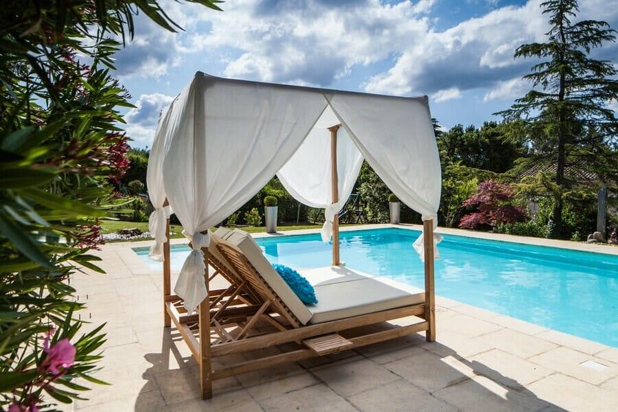 Perfektná domolenka pri alebo aj v bazéne na záhrade